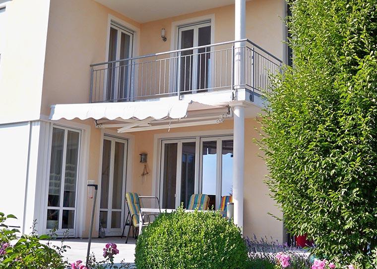 Einfamilienhaus mit Terrasse und Balkon